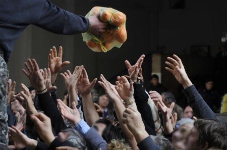 Τα χέρια που δεν έγιναν ΓΡΟΘΙΑ και υψώθηκαν για ελεημοσύνη...