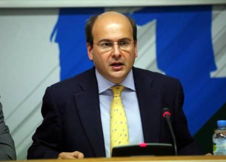 Υπενθυμίζεται ότι ο νυν υπουργός Ανάπτυξης Κ. Χατζηδάκης στην κυβέρνηση Σαμαρά που ηγείται των φιλοδοξιών για εσπευσμένες ιδιωτικοποιήσεις (μέσω του σκανδαλώδους ΤΑΙΠΕΔ), είναι ο ίδιος υπουργός επί κυβερνήσεως Καραμανλή που «πέρασε» την Ολυμπιακή στον Ανδρέα Βγενόπουλο για να μην είναι «κρατικό μονοπώλιο».