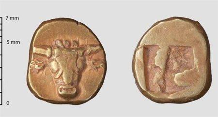 Το σπάνιο νόμισμα του 6ου π.Χ. αιώνα από ήλεκτρο με παράσταση κεφαλής ταύρου στην μία όψη του.
