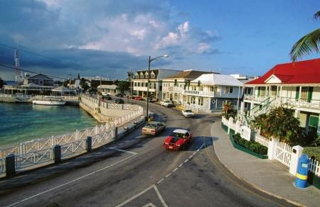 Τα νησιά Κέιµαν, ένα µικρό νησιωτικό σύµπλεγµα µόλις 55.000 κατοίκων, είναι, σύµφωνα µε τον Economist, το πέµπτο µεγαλύτερο τραπεζικό κέντρο στον κόσµο.