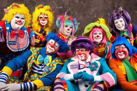 l_mott-campus-clowns_600x400