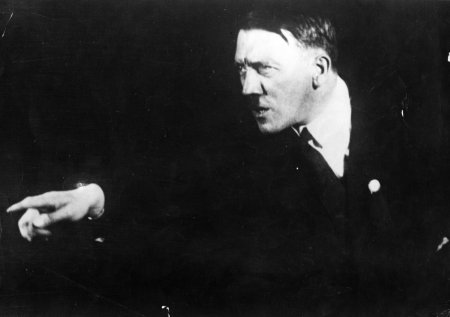 Hitler-rehearsing-his-public-speeches-in-front-of-the-mirror-12