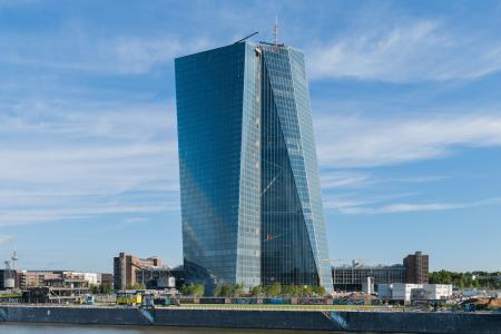 Τα νέα γραφεία της ΕΚΤ, που προκάλεσαν και την σημερινή διαδήλωση, κόστισαν πάνω από 1 δισεκατομμύριο ευρώ.