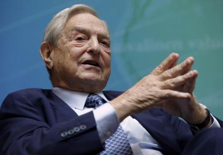 ΤΖΟΡΤΖ ΣΟΡΟΣ Ο «Μίδας» των επενδυτών, ο οποίος διαχειρίζεται περίπου 30 δισ. δολάρια, τα τελευταία χρόνια έχει μεταφέρει μεγάλο μέρος των δραστηριοτήτων του σε Ευρώπη και Ασία. Ανθρωποι του Soros Fund Management αναζητούν επενδυτικές ευκαιρίες στη χώρα μας.